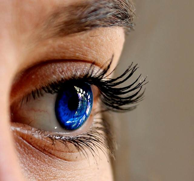 How to grow eyelashes long fast naturally - proper diet